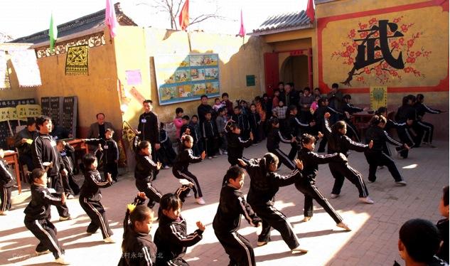 A22 | 周末很多家长来了解孩子们学习武术的情况。