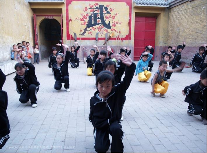 A8 | 周末故城周边村庄的孩子们集中在传播基地一起学习梅花拳。