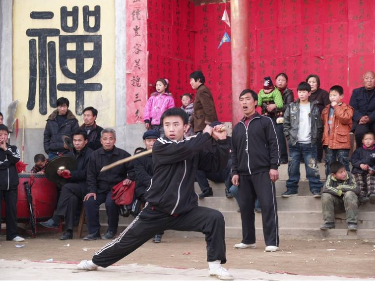 YN_gallery_#2 | 2009年 火神会. 学员在表演棍法