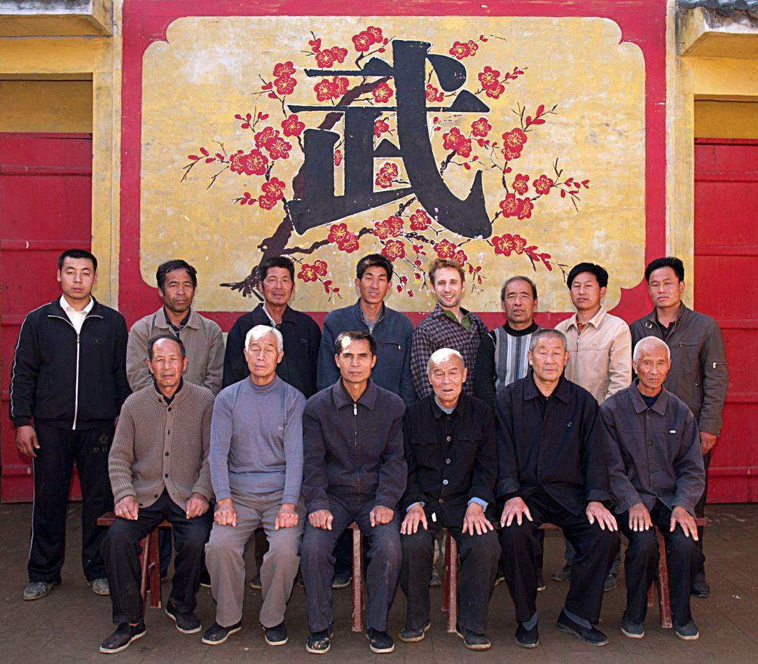 OLYMPUS DIGITAL CAMERA | (后排图片从左往右排列) 第十五代弟子,张路周;第十五代弟子,张建生;第十六代弟子,张聚的;第十六代弟子,张节良;第十八代弟子,安瑞德;第十五代弟子,张付的;第十六代弟子,张节现;第十六代弟子,张东现。 (前排图片从左往右排列) 第十八代弟子,张红军;第十四代弟子,张经印;第十四代弟子,张高彦;第十四代弟子,张经如;第十五代弟子,张锡龄;第十六代弟子,张红恩。