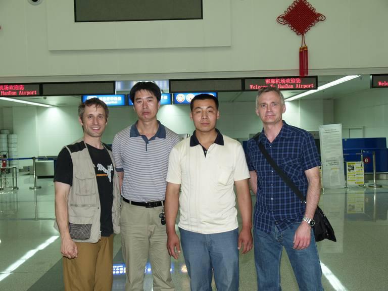 OLYMPUS DIGITAL CAMERA | 加拿大的工程师Darryl和安瑞德来故城访问,张路周和朋友在邯郸机场接待两位友人
