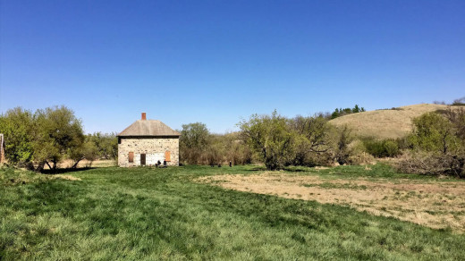 2015-05-18 15.24.40 EDIT 1200px | Nicholle farmhouse from the direction of the barn.